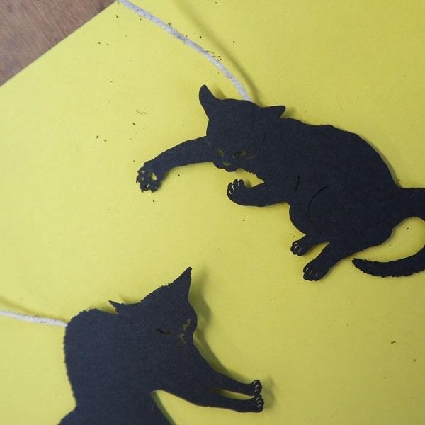 切り絵で猫の肉球や爪まで再現した「ね紅茶」