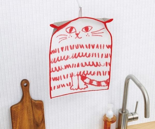 水切りマット「どうぶつディッシュマット」の猫バージョンを乾かしているイメージ