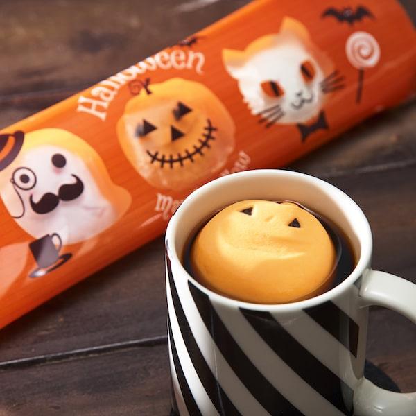 カルディのハロウィンマシュマロをホットコーヒーに浮かべたイメージ