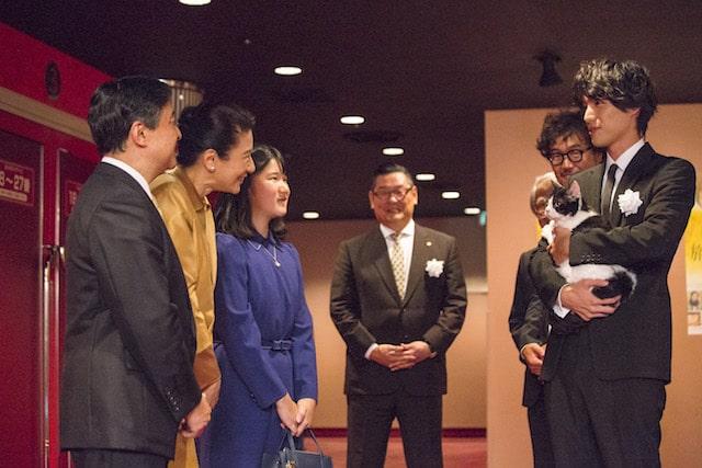 映画・旅猫リポートの試写会に訪れる皇太子さま、雅子さま、愛子さま
