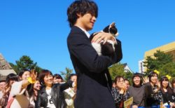 福士蒼汰&猫のナナも登場!小倉城で行われた凱旋イベントの様子を公開「映画・旅猫リポート」