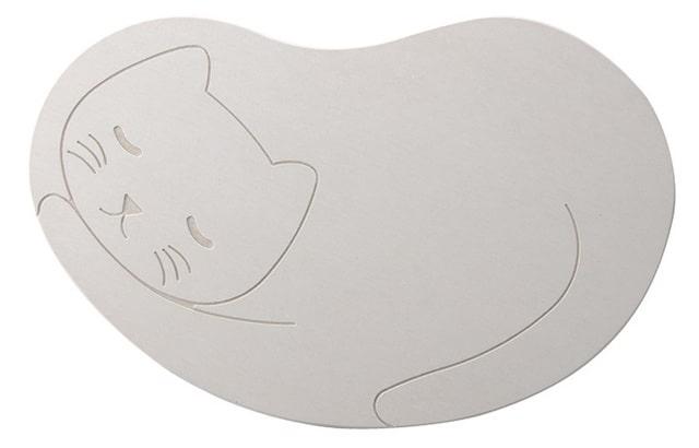 猫の形をした「猫用の珪藻土マット」