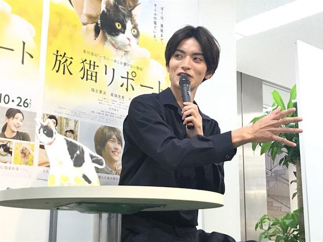 映画・旅猫リポートの告知イベントでトークする山本涼介