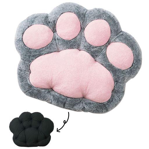 猫の肉球型クッションの裏面 by セシール