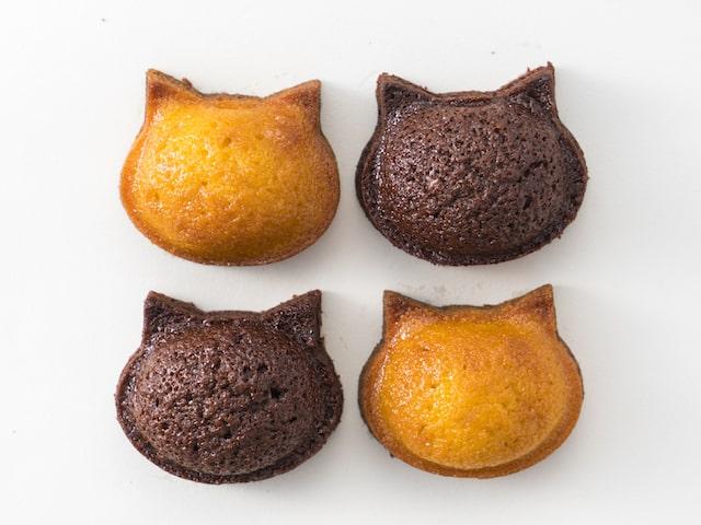 猫の顔の形をした焼き菓子「いろねこフィナンシェ」