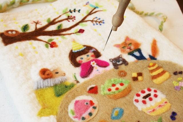 羊毛フェルトの刺繍バッグ