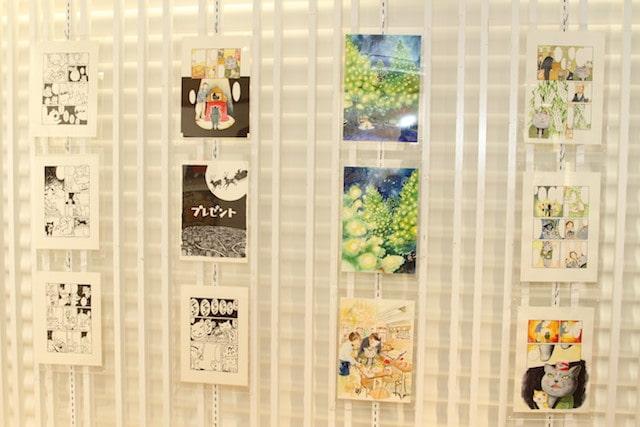 夜廻り猫の原画展示イメージ by 「夜廻り猫展 ~深谷かほる作品展2~」