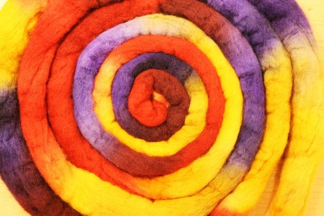 お鍋でコトコト煮た羊毛