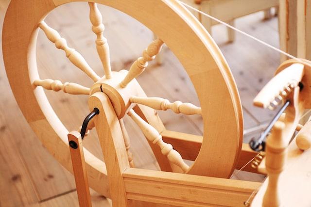 糸を紡ぐ糸車