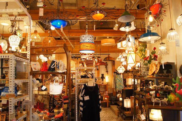 照明中心の雑貨店「Lampada」