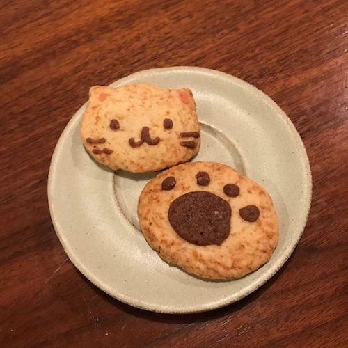 フェアトレードカフェ「LampadaⅡ」の猫クッキー&肉球クッキー