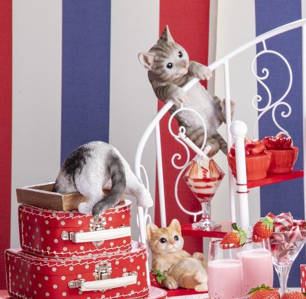 楽しそうに遊びまわる猫の羊毛フェルト人形 by ストロベリーCATS コレクション