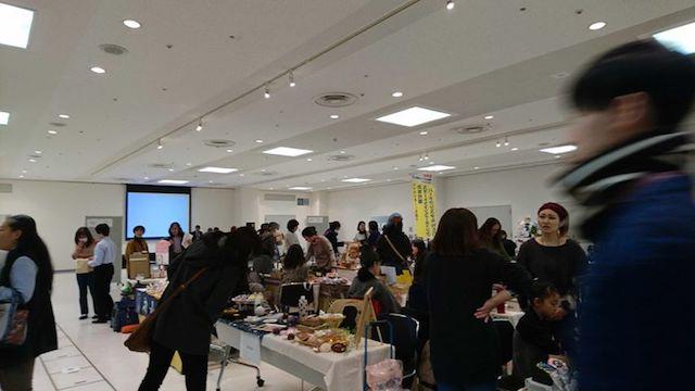 横浜の住宅展示場で行われる猫好きのためのイベント「にゃんこまつり」の開催風景