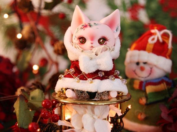 クリスマス仕様の猫ドール「Art PICASSO bean DX ver.」の正面イメージ