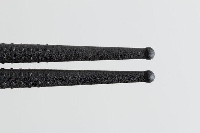 箸の先端に凹凸のエンボス加工が施されているねこの菜ばし by Nyammy(ニャミー)