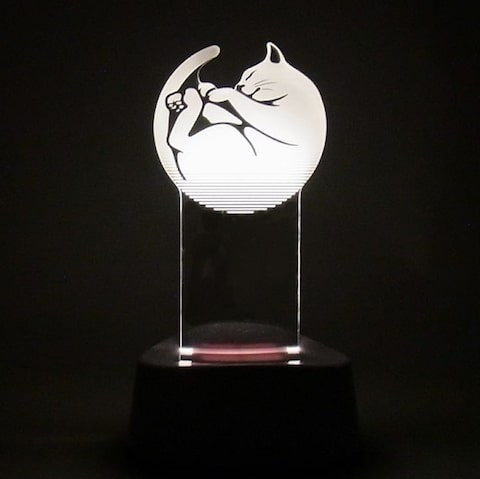 acrysta(アクリスタ)が暗闇で光るイメージ