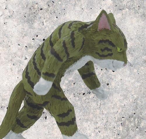 カプセルトイ「たくましい猫」の側面イメージ