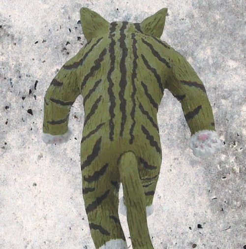 カプセルトイ「たくましい猫」の背面イメージ