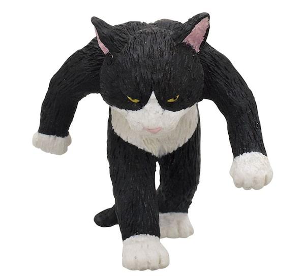 ハチワレ猫のフィギュア by たくましい猫