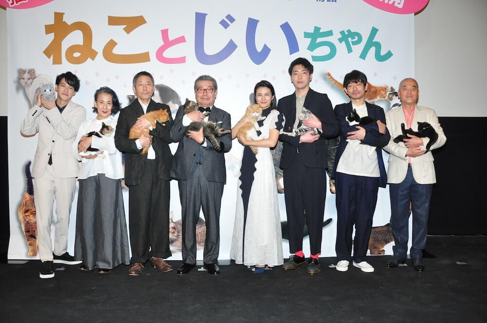 映画「ねことじいちゃん」公開初日の舞台挨拶レポートの様子