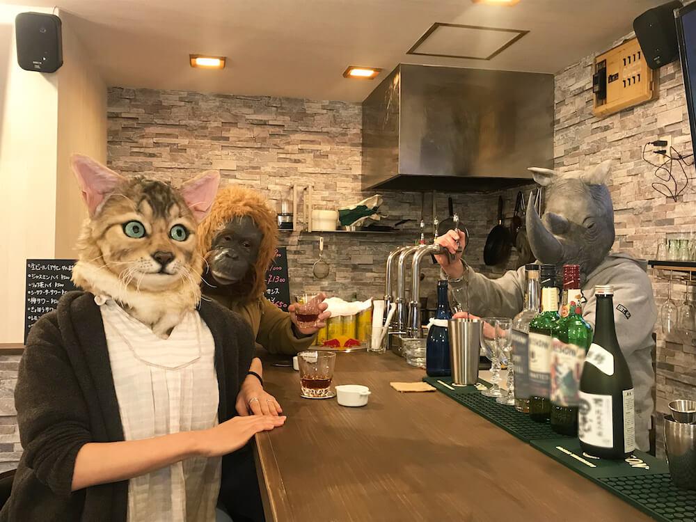 リアルな動物に変身できるマスク「it's me(イッツミー)の「ネコ/オランウータン/シロサイ」バージョン