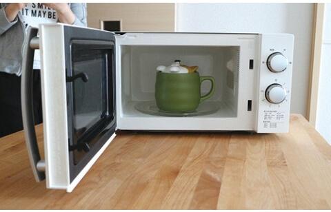 アニマル炊飯マグ(三毛猫)を電子レンジで加熱するイメージ