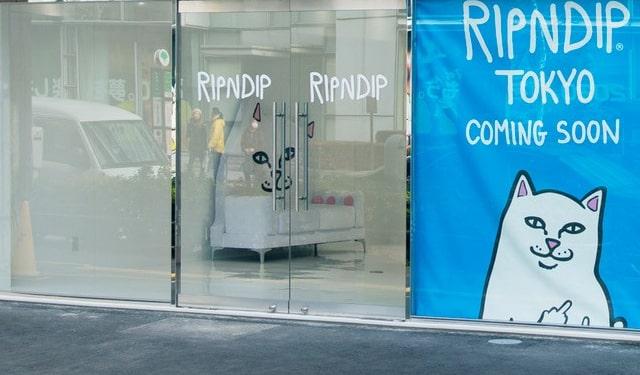 RIPNDIP TOKYOの入り口と内観