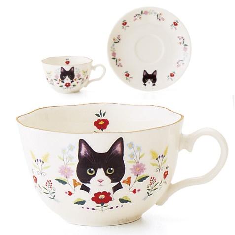 お花と猫のカップ&ソーサーの会、白黒ハチワレ猫のデザイン
