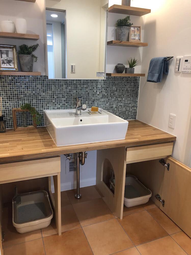 洗面台の下にある猫トイレ設置スペース by 「マイリノペット for ねこ」