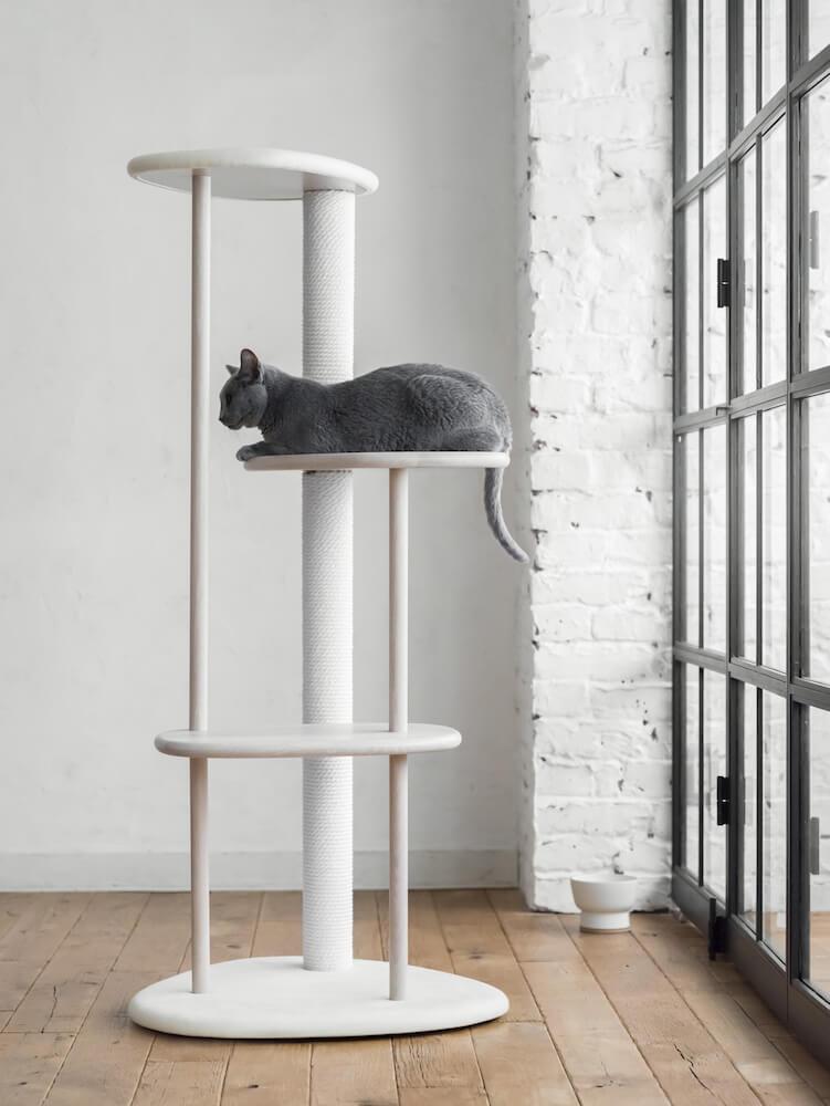 キャットツリー「KARIMOKU CAT TREE」製品イメージ by カリモクの猫家具ブランド「KARIMOKU CAT」