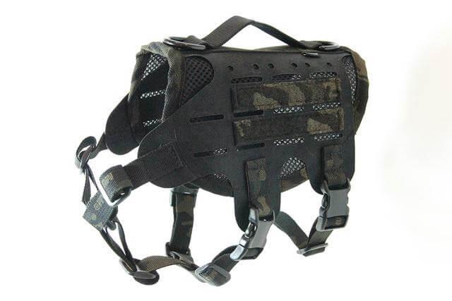 犬猫用ベスト「M4 Tactical MOLLE Vest Laser Cut」のマルチカムブラックカラー