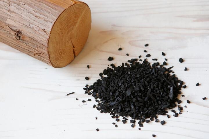 間伐材から作られたセラミック炭