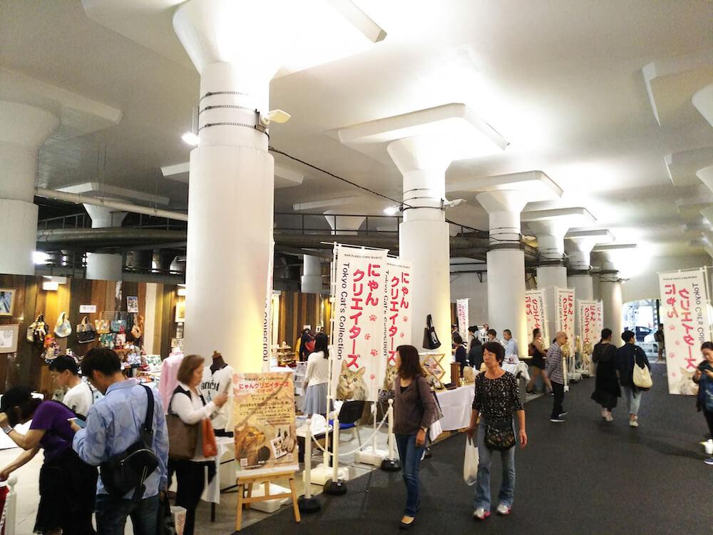 ネコ作品の展示販売会「にゃんクリエイターズ」の開催風景 in 2k540(ニーケーゴーヨンマル)