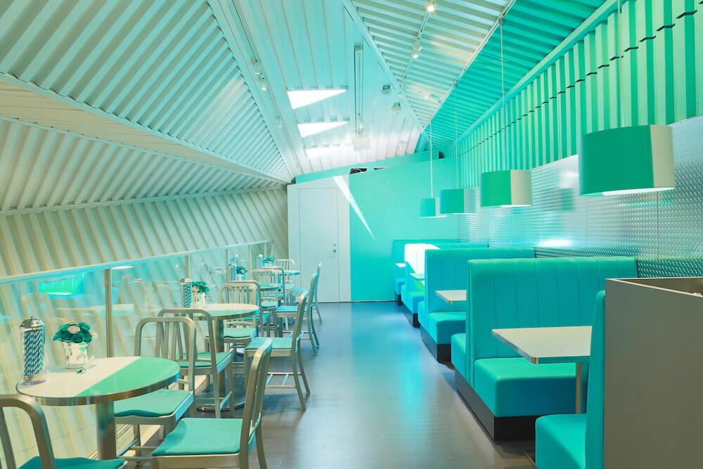 「ティファニー カフェ@キャットストリート」の飲食スペース
