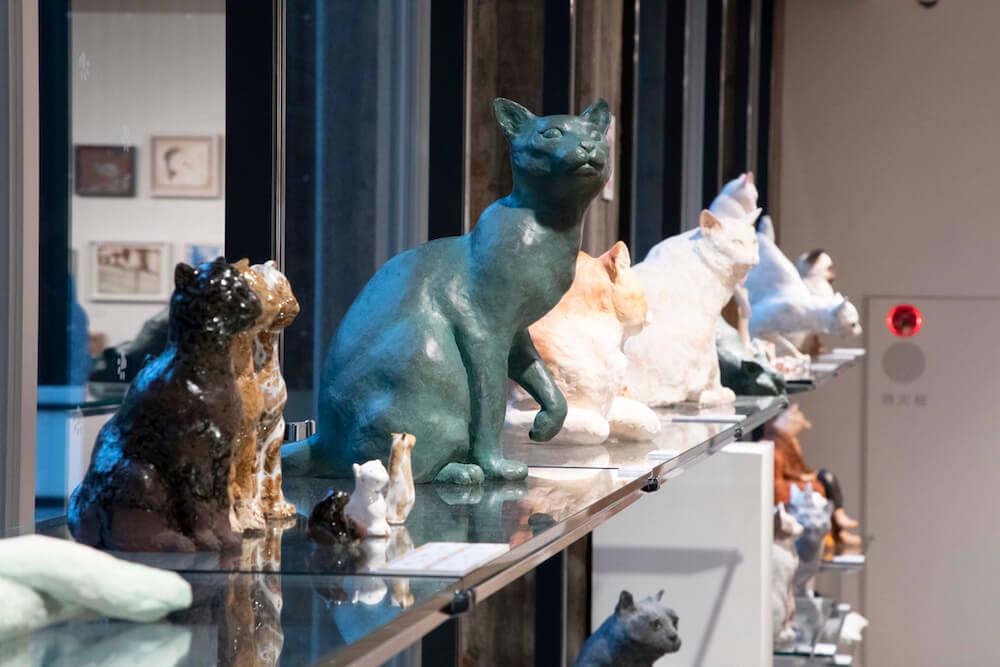 猫の彫刻作品 by 藝大の猫展