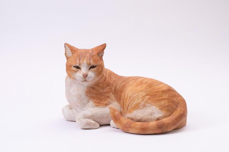 茶白猫の彫刻作品 佐々木玲奈「この街で生きる」