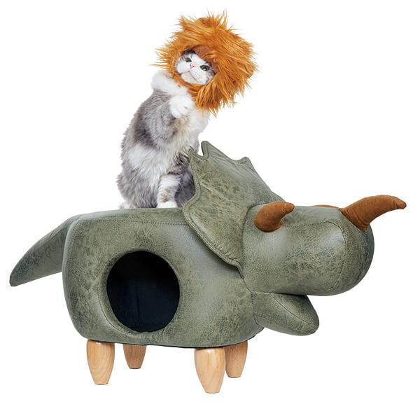 トリケラトプス型の猫ハウスに乗る猫「my アニモ」by PEPPY