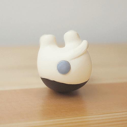 猫のお尻にマグネットを内蔵 by デコレ(Decole)の「壺ねこクリップボトル」