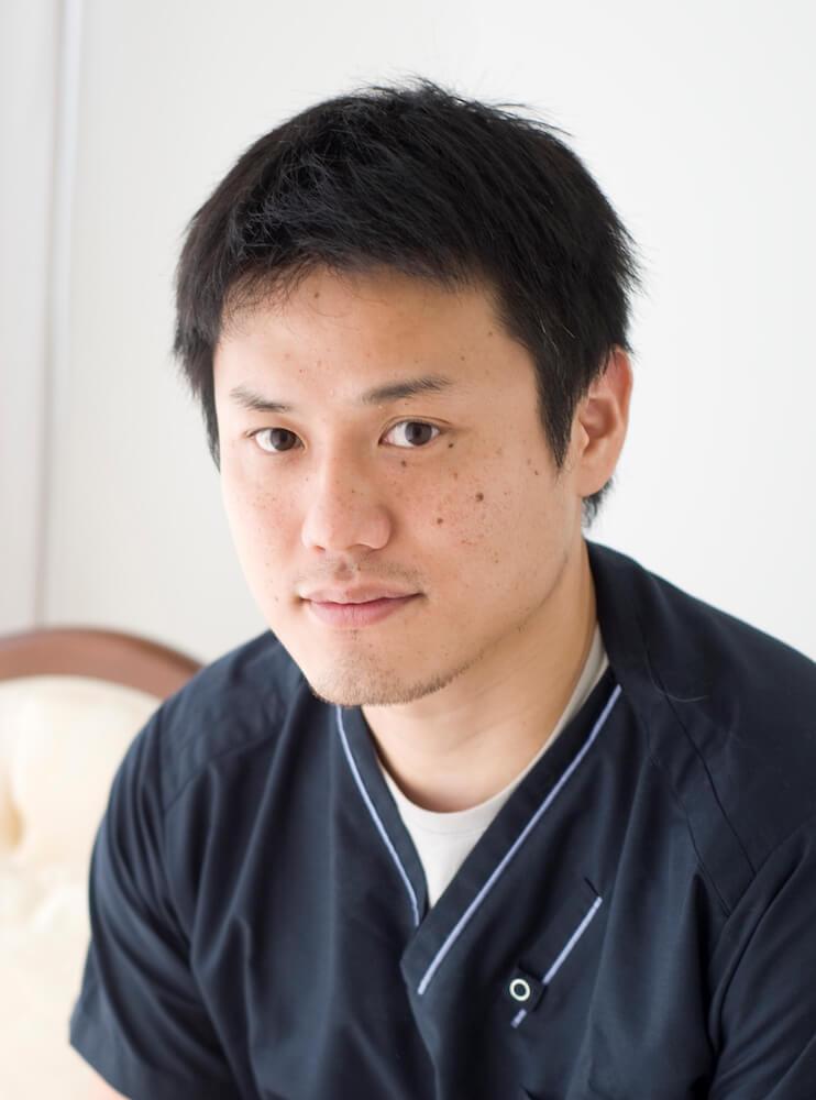 猫専門の動物病院・東京猫医療センターの院長で獣医師の服部幸氏の近影