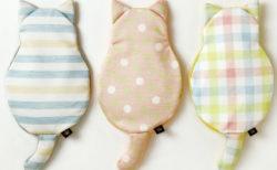 寝苦しい夜はひんやり猫が冷やしてくれるニャ、保冷&保温もできる「キャットジェルピロー」