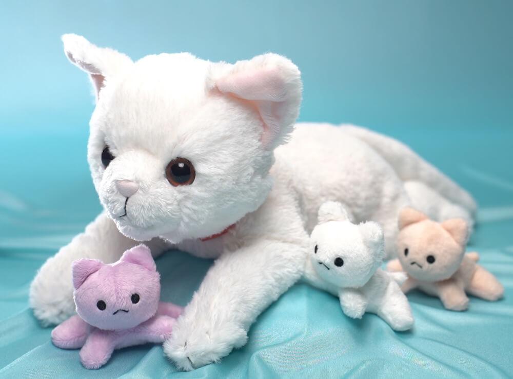 猫のお産と授乳を体験できるぬいぐるみ玩具「ねこ、産んじゃった」の製品イメージ