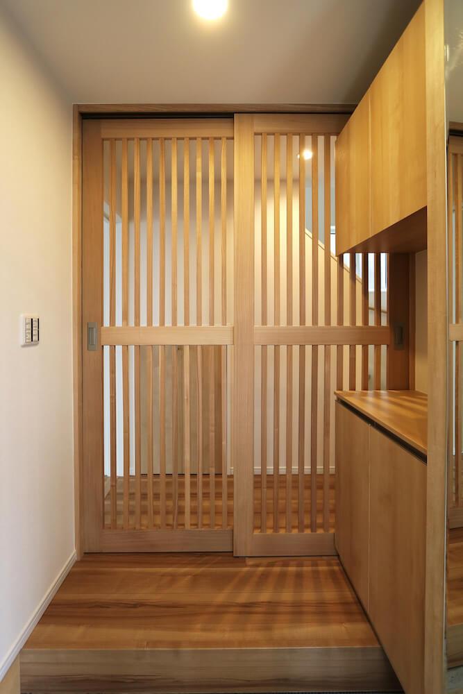 猫共生型分譲住宅「ichineko-川口市芝下」の玄関脱走防止戸