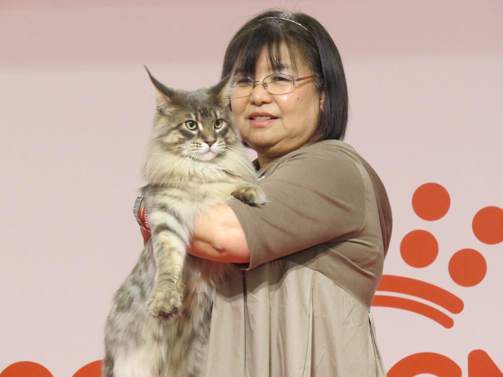 ベストキャットショー受賞者と猫