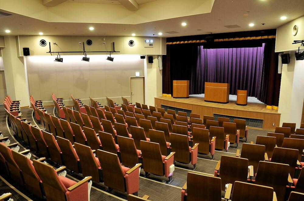 日比谷図書文化館のコンベンションホールの写真