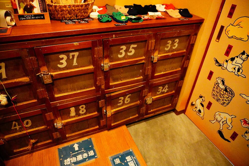 貴重品入れは昭和の時代に実際に銭湯で使われていたロッカー