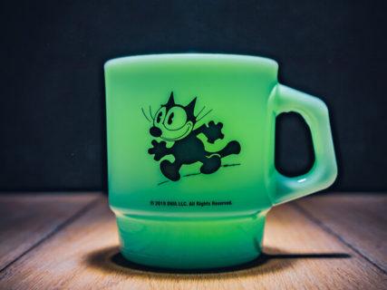 世界で最も有名な黒猫キャラ「フィリックス」のマグカップ、プレート、コースターが新発売