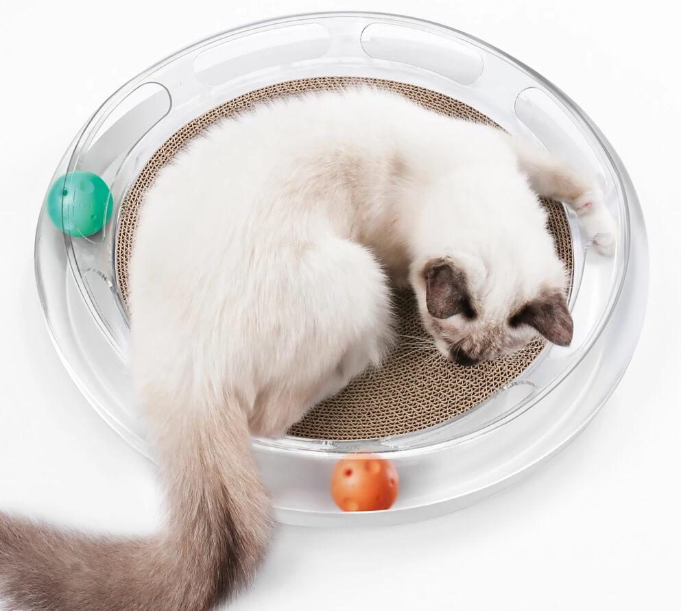 爪とぎベッドとボール遊び遊具の一体化した「キャットスクラッチャー」 by ディノス「HOUSE STYLING」