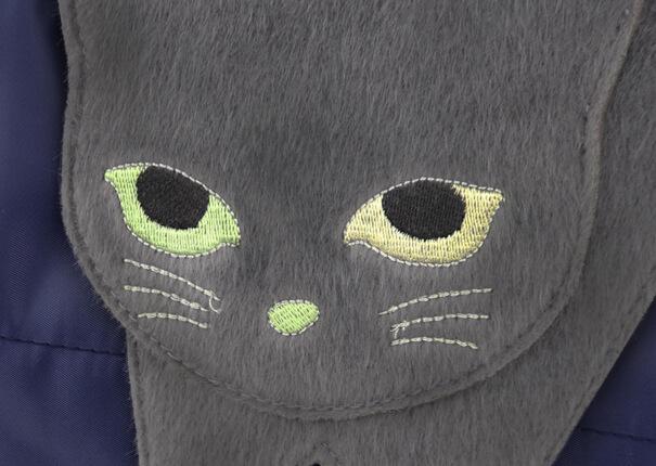 フラップ部分の猫がオッドアイになっているバッグ「のび猫 2WAYトート」
