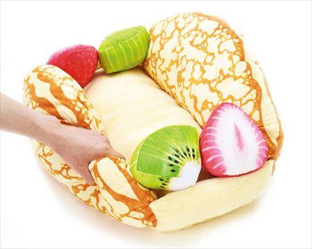 フルーツオムレット型の猫ベッド「にゃんこクレープオムレット」の製品イメージ