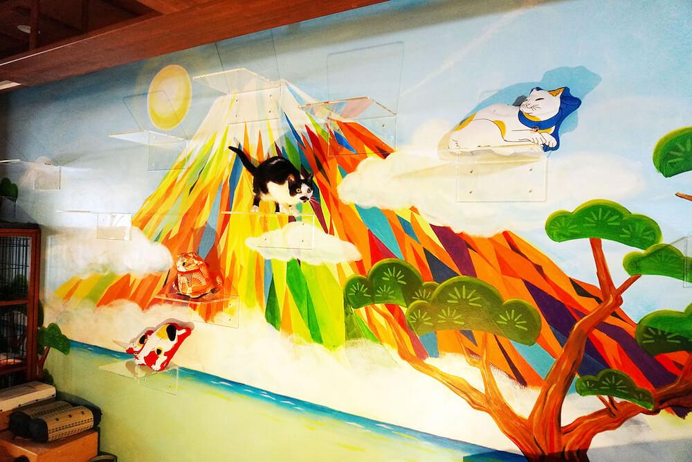 猫カフェ「ねこ浴場」の壁面に描かれている富士山